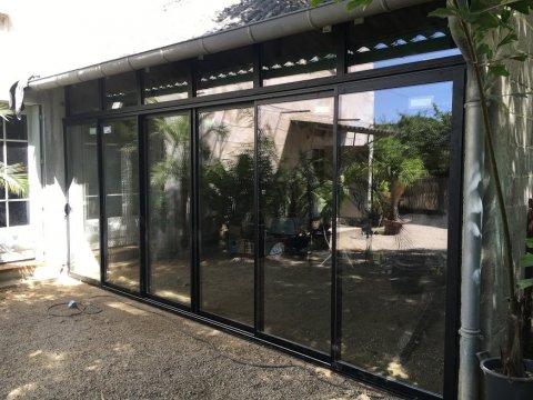 Installation coulissant 6 vantaux aluminium noir Saint-Privat-des-Vieux près d'Alès